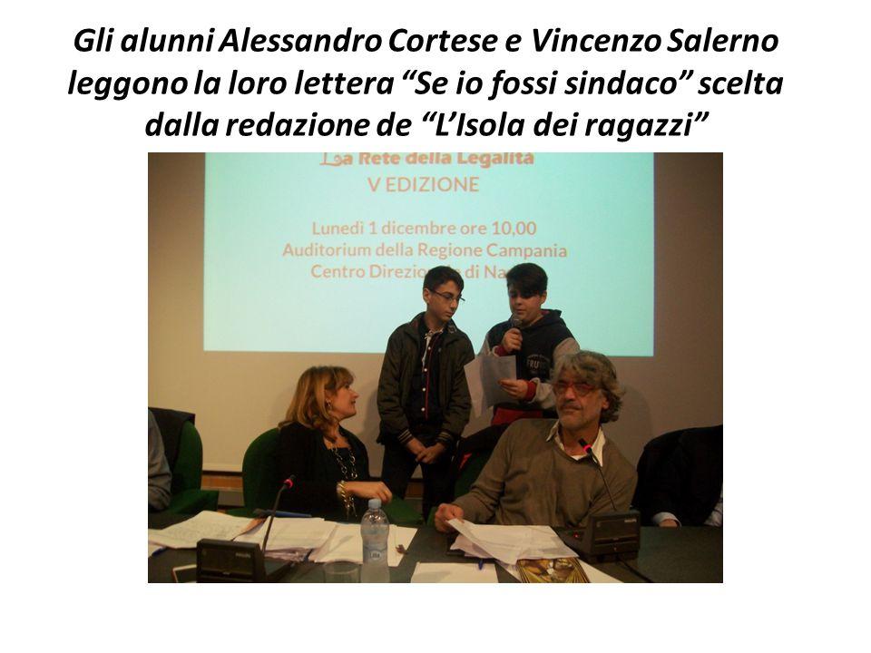Gli alunni Alessandro Cortese e Vincenzo Salerno leggono la loro lettera Se io fossi sindaco scelta dalla redazione de L'Isola dei ragazzi