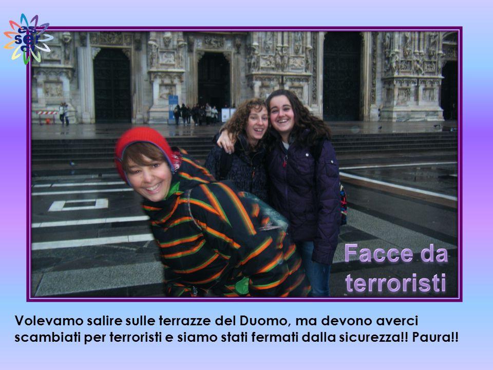 Volevamo salire sulle terrazze del Duomo, ma devono averci scambiati per terroristi e siamo stati fermati dalla sicurezza!.