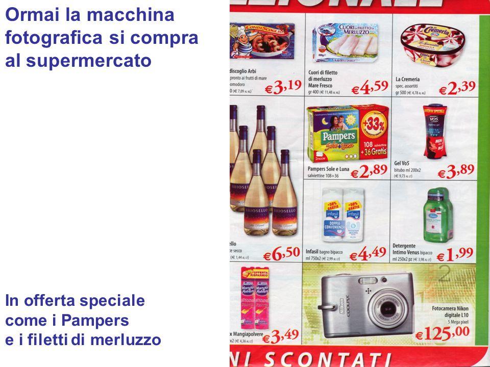 Ormai la macchina fotografica si compra al supermercato In offerta speciale come i Pampers e i filetti di merluzzo