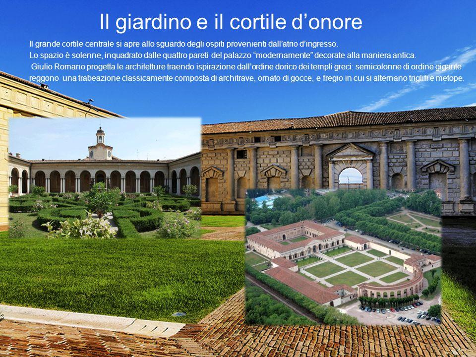 Il giardino e il cortile d'onore Il grande cortile centrale si apre allo sguardo degli ospiti provenienti dall'atrio d'ingresso. Lo spazio è solenne,