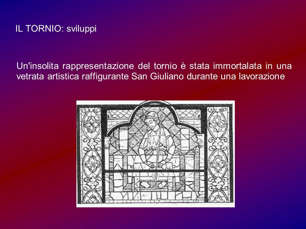 IL TORNIO: sviluppi Un insolita rappresentazione del tornio è stata immortalata in una vetrata artistica raffigurante San Giuliano durante una lavorazione