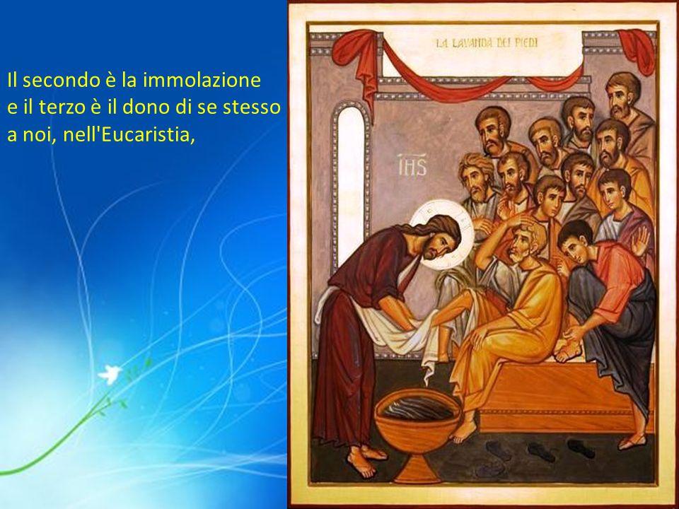 Il secondo è la immolazione e il terzo è il dono di se stesso a noi, nell Eucaristia,