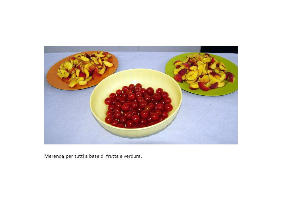 Merenda per tutti a base di frutta e verdura.