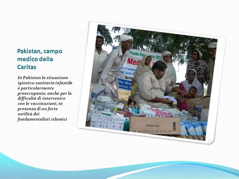 Pakistan, campo medico della Caritas In Pakistan la situazione igienico-sanitaria infantile è particolarmente preoccupante, anche per la difficoltà di intervenire con le vaccinazioni, in presenza di un forte ostilità dei fondamentalisti islamici