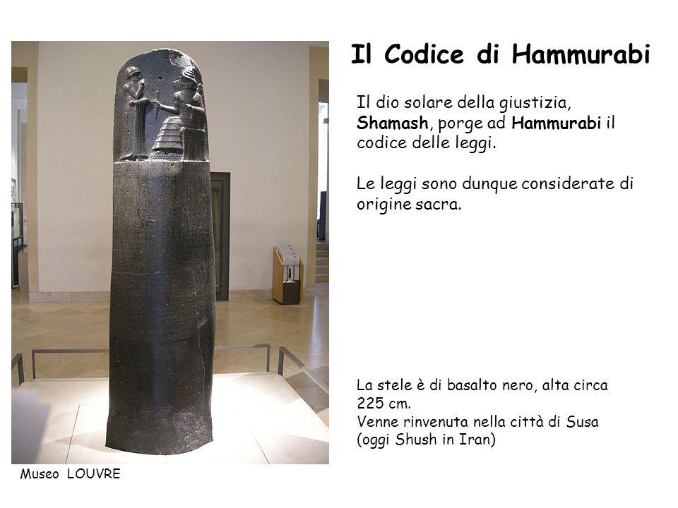 Il dio solare della giustizia, Shamash, porge ad Hammurabi il codice delle leggi. Le leggi sono dunque considerate di origine sacra. La stele è di bas