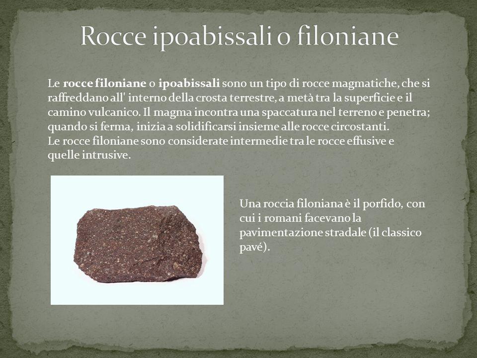Le rocce filoniane o ipoabissali sono un tipo di rocce magmatiche, che si raffreddano all' interno della crosta terrestre, a metà tra la superficie e