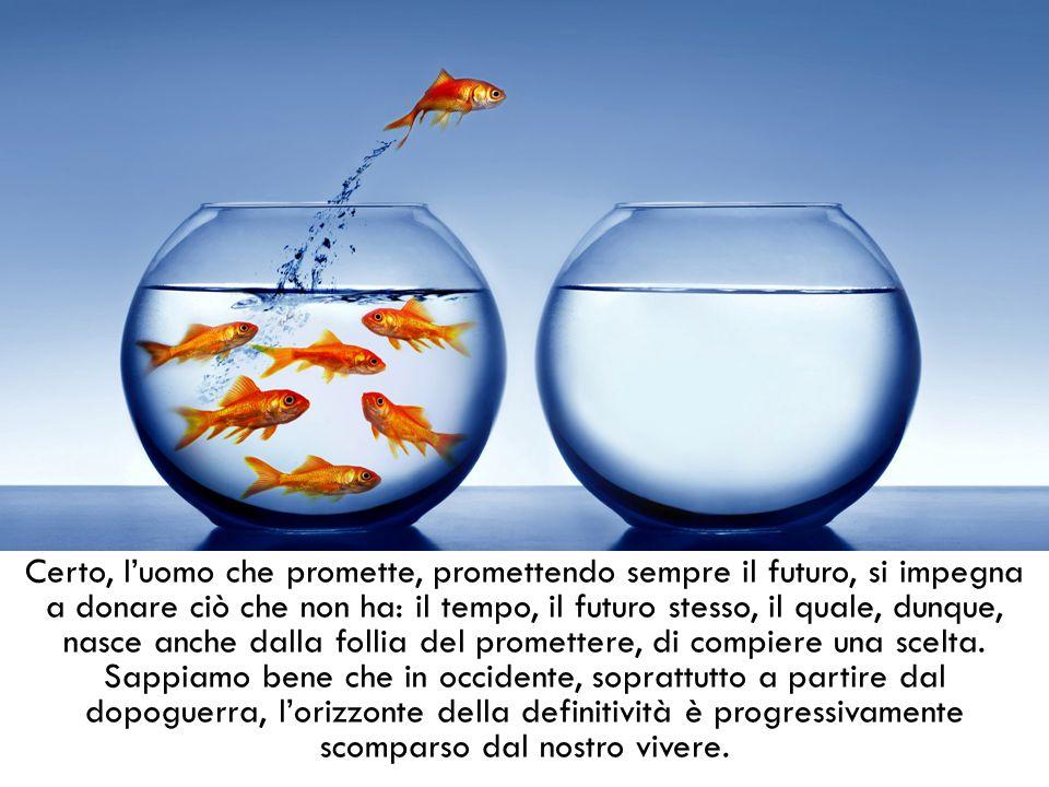 Certo, l'uomo che promette, promettendo sempre il futuro, si impegna a donare ciò che non ha: il tempo, il futuro stesso, il quale, dunque, nasce anche dalla follia del promettere, di compiere una scelta.