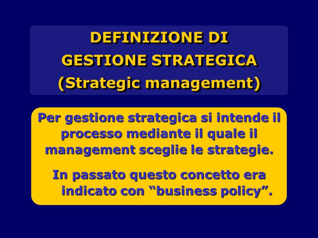 DEFINIZIONE DI GESTIONE STRATEGICA (Strategic management) DEFINIZIONE DI GESTIONE STRATEGICA (Strategic management) Per gestione strategica si intende il processo mediante il quale il management sceglie le strategie.