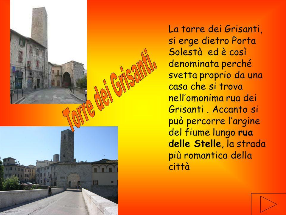 La torre dei Grisanti, si erge dietro Porta Solestà ed è così denominata perché svetta proprio da una casa che si trova nell'omonima rua dei Grisanti.