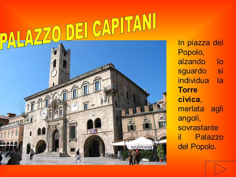 In piazza del Popolo, alzando lo sguardo si individua la Torre civica, merlata agli angoli, sovrastante il Palazzo del Popolo.