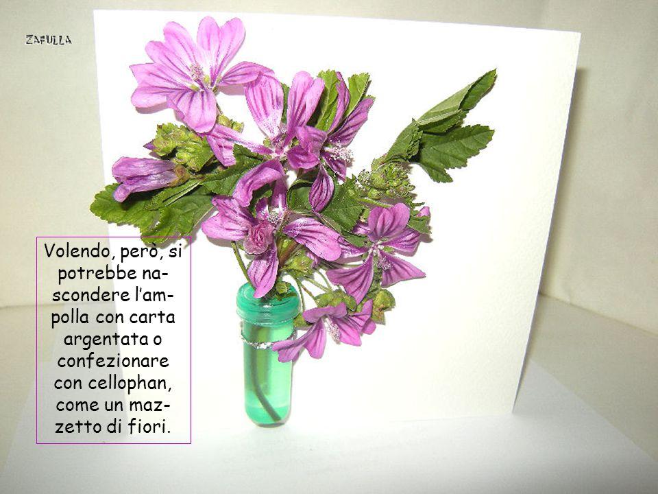 Così legato ha l'aspetto di un mini-vasetto di fiori e il biglietto aperto si tiene perfettamente in piedi.