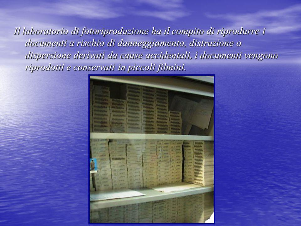 Il laboratorio di fotoriproduzione ha il compito di riprodurre i documenti a rischio di danneggiamento, distruzione o dispersione derivati da cause accidentali, i documenti vengono riprodotti e conservati in piccoli filmini.