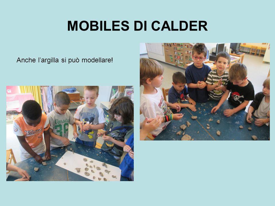 Attraverso la pressione delle mani i bambini creano forme diverse a seconda della forza delle mani e la loro fantasia Ecco il nostro mobiles