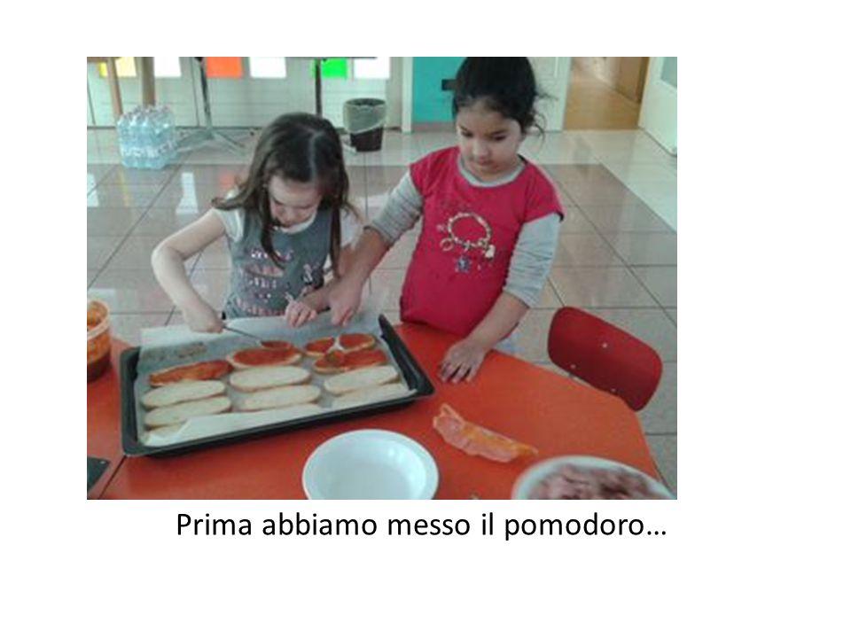 Infine l'esperienza in cucina con la cuoca Lorenza per preparare davvero la bruschetta:è stata bellissima, ne abbiamo fatte tante …
