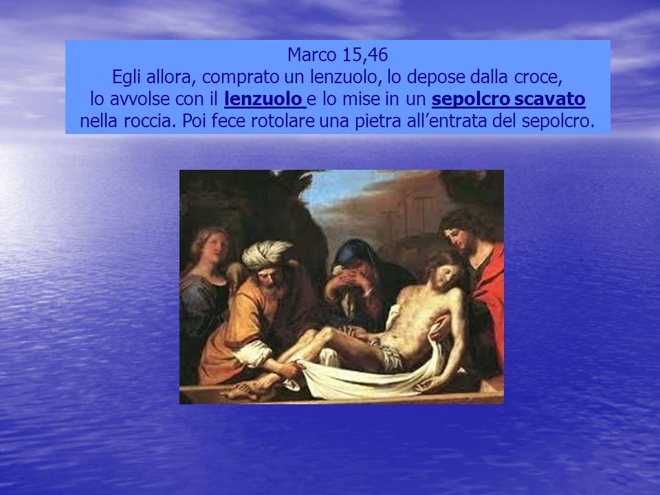 Marco 15,46 Egli allora, comprato un lenzuolo, lo depose dalla croce, lo avvolse con il lenzuolo e lo mise in un sepolcro scavato nella roccia. Poi fe