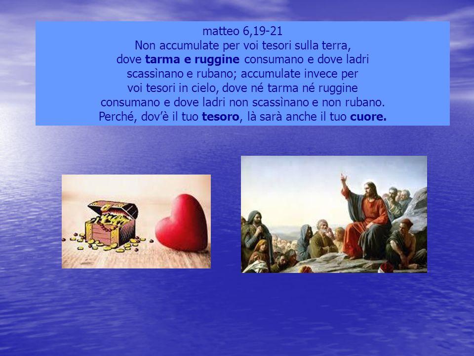 Marco 15,46 Egli allora, comprato un lenzuolo, lo depose dalla croce, lo avvolse con il lenzuolo e lo mise in un sepolcro scavato nella roccia.