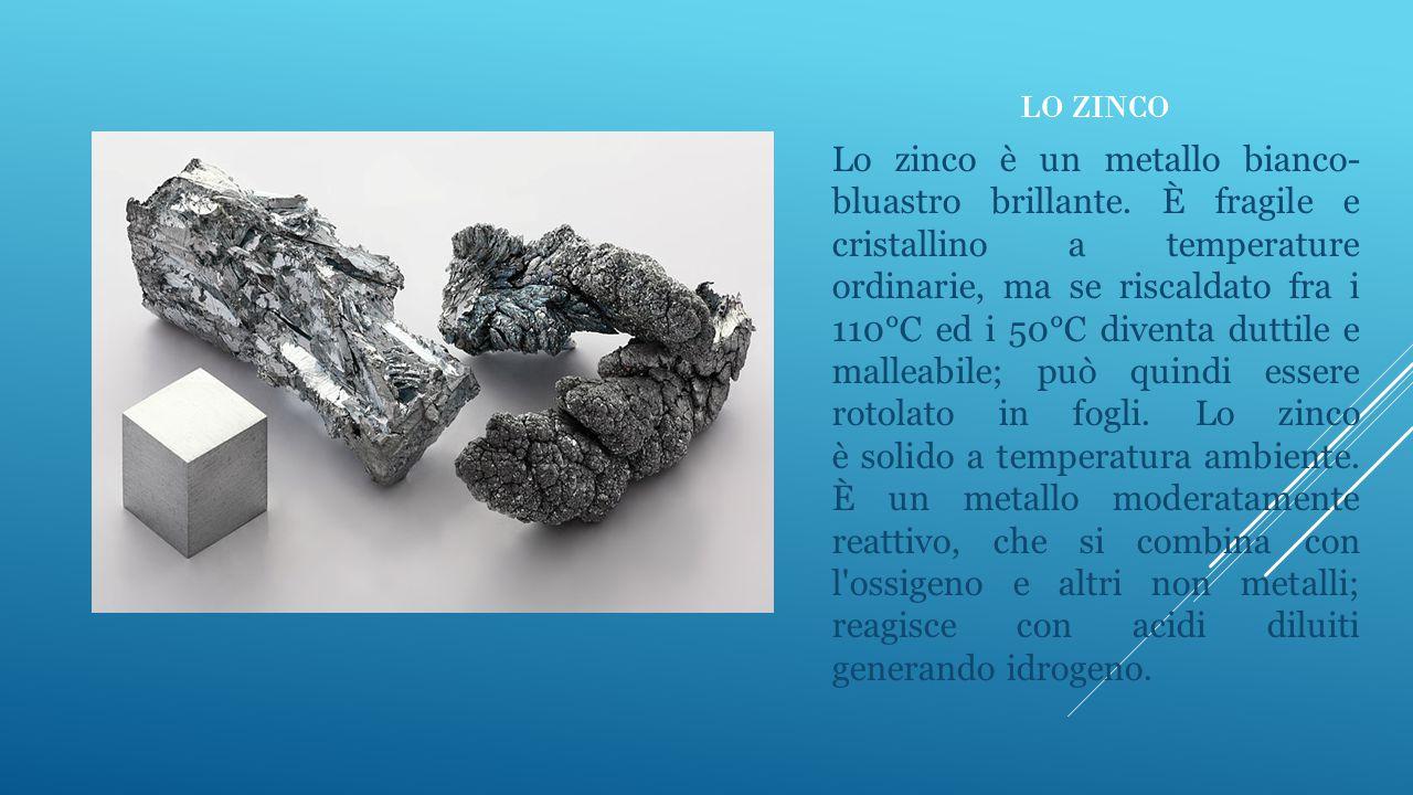 LO ZINCO Lo zinco è un metallo bianco- bluastro brillante. È fragile e cristallino a temperature ordinarie, ma se riscaldato fra i 110°C ed i 50°C div