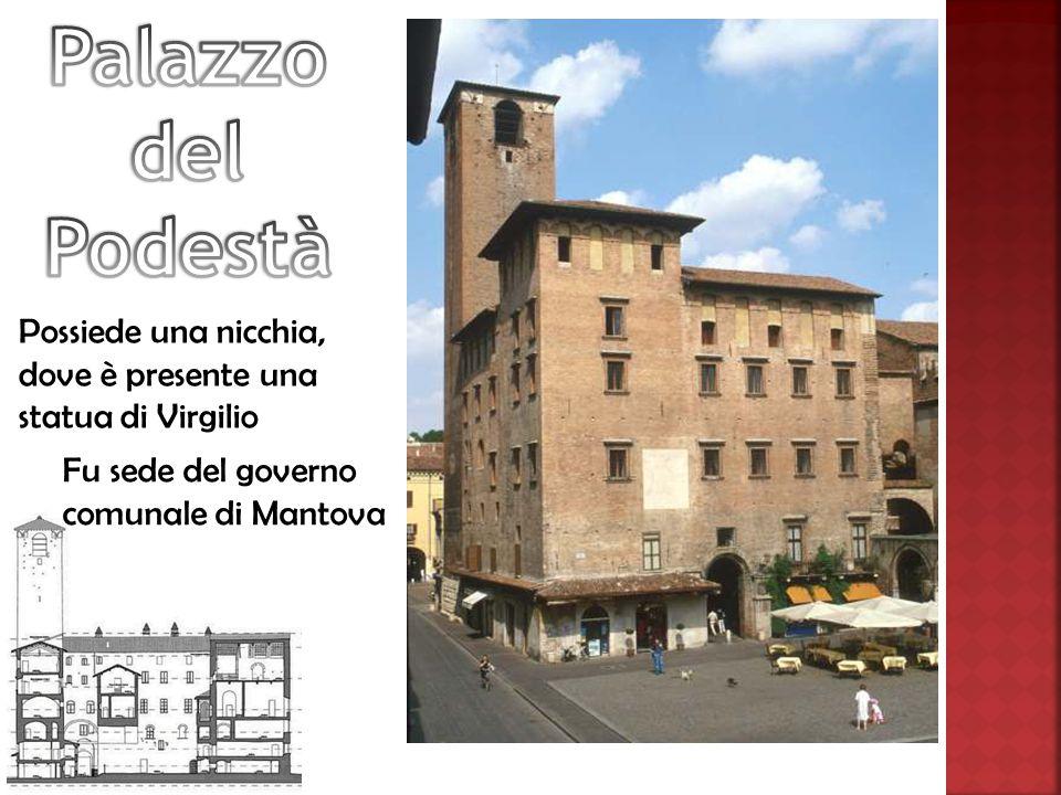 Possiede una nicchia, dove è presente una statua di Virgilio Fu sede del governo comunale di Mantova