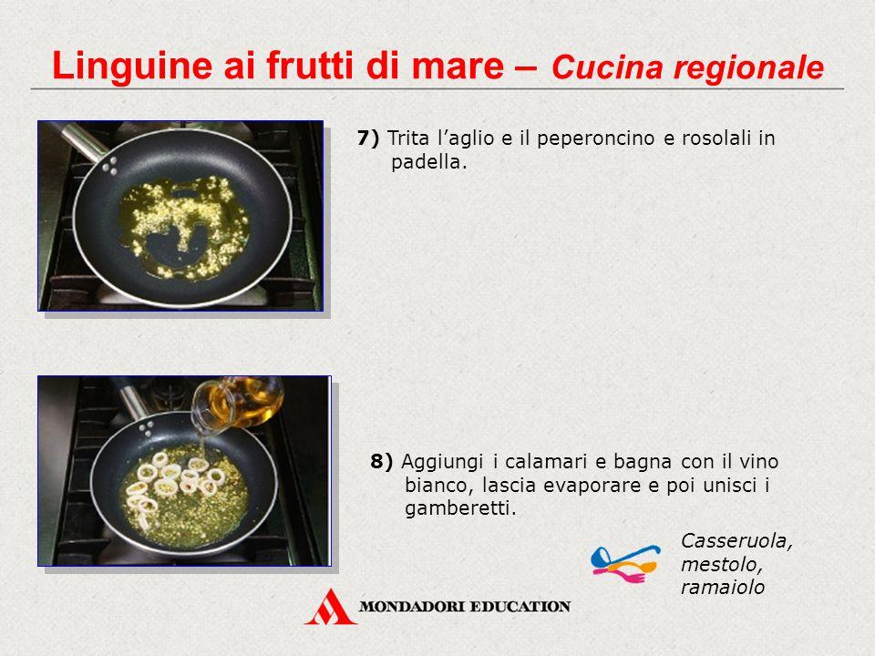 7) Trita l'aglio e il peperoncino e rosolali in padella. Casseruola, mestolo, ramaiolo Linguine ai frutti di mare – Cucina regionale 8) Aggiungi i cal