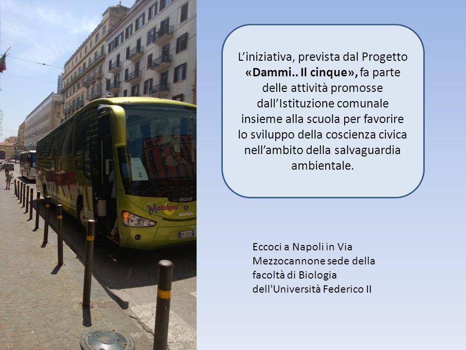 Eccoci a Napoli in Via Mezzocannone sede della facoltà di Biologia dell Università Federico II L'iniziativa, prevista dal Progetto «Dammi..