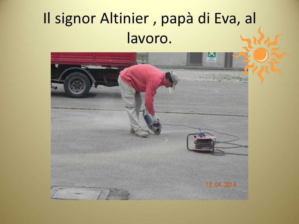 Il signor Altinier, papà di Eva, al lavoro.