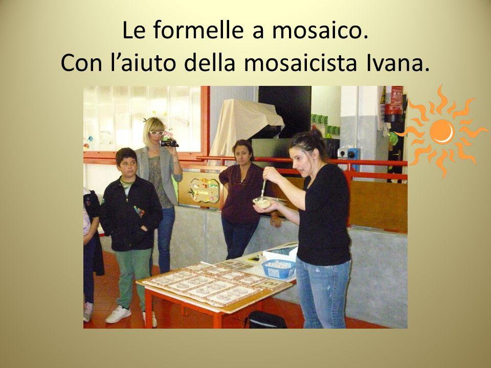 Le formelle a mosaico. Con l'aiuto della mosaicista Ivana.