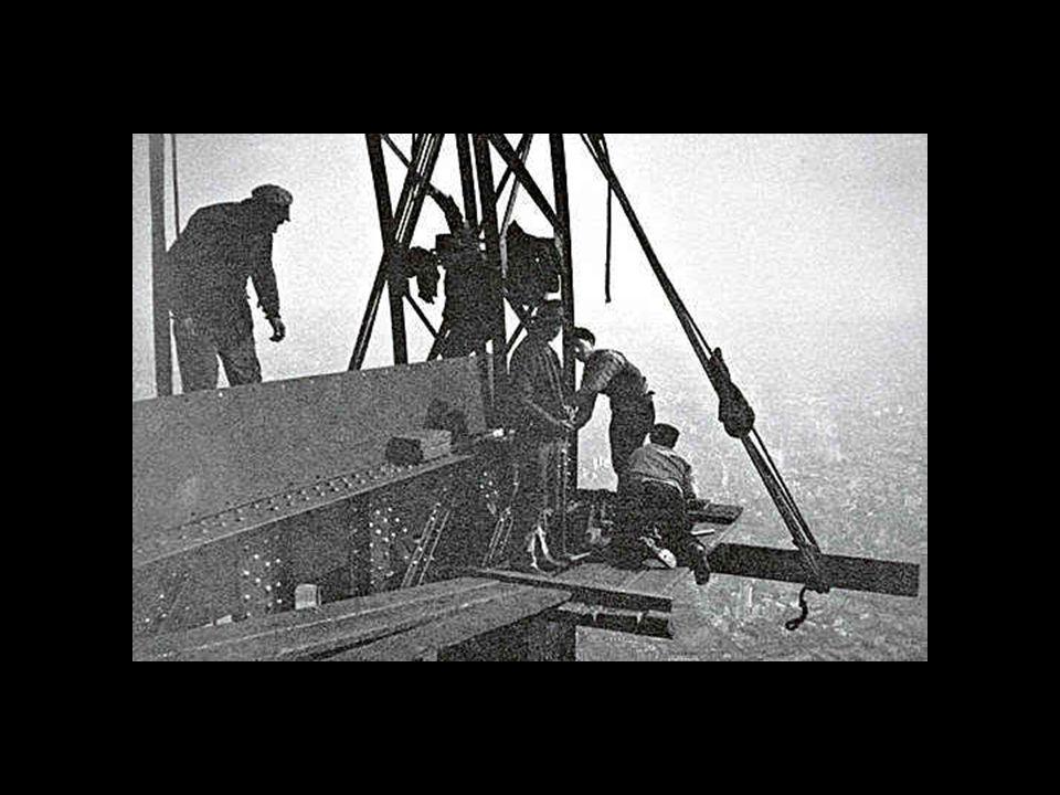 Tutte le parti metalliche della torre sono uniti con rivetti, secondo il modo di costruire di quel tempo. I giunti sono stati fissati provvisoriamente