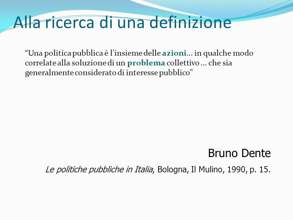 """Alla ricerca di una definizione """"Una politica pubblica è l'insieme delle azioni... in qualche modo correlate alla soluzione di un problema collettivo."""