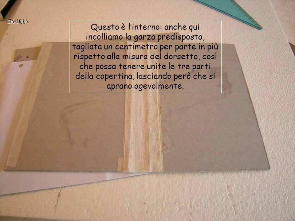 """Ora che l'interno è pronto, bisogna preparare la copertina: ritagliamo un cartone della misura delle pagine del """"libro""""+ un'altra uguale per la retroc"""