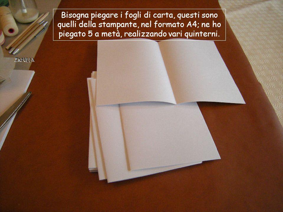 Occorrente: Fogli di carta bianca; Un pezzo di garza preincollata, da rilegature; Un foglio di carta o similpelle per la copertina; Un foglio carta, p
