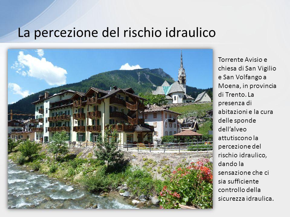 La percezione del rischio idraulico Torrente Avisio e chiesa di San Vigilio e San Volfango a Moena, in provincia di Trento.