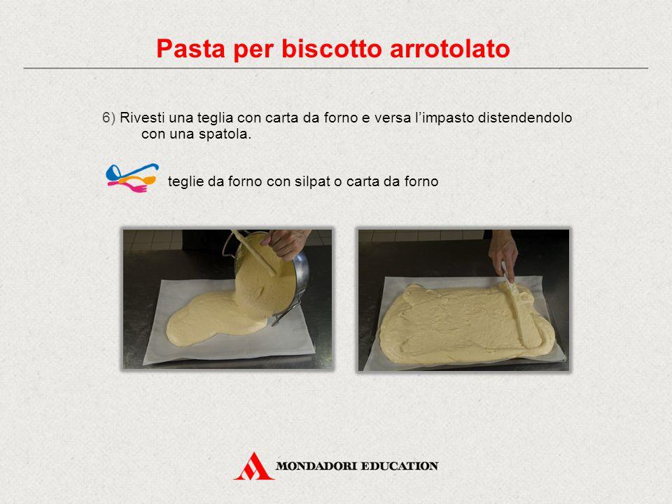 6) Rivesti una teglia con carta da forno e versa l'impasto distendendolo con una spatola.