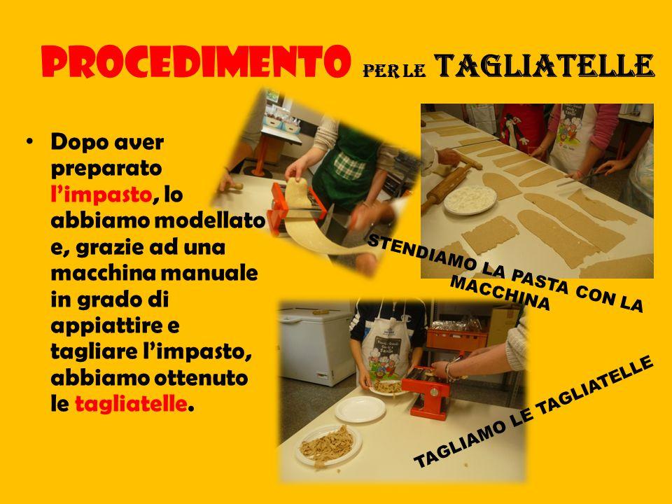 Le pizzette e le focaccine, dopo aver preparato e messo sopra di esse il condimento, sono state infornate; le crescentine, invece, le abbiamo cotte alla piastra come vuole la tradizione.