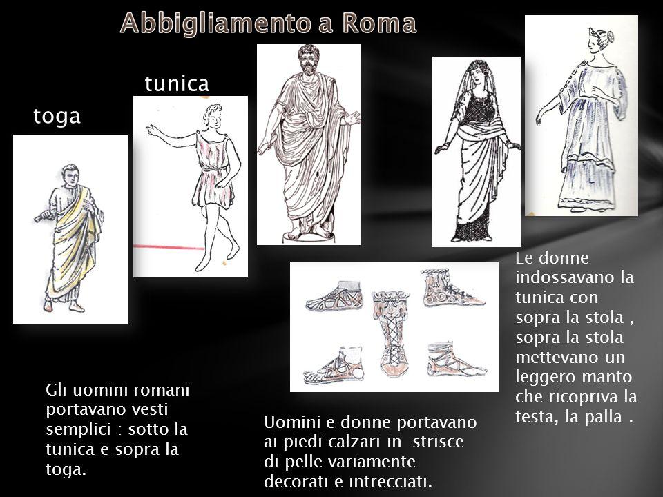 Le donne indossavano la tunica con sopra la stola, sopra la stola mettevano un leggero manto che ricopriva la testa, la palla. Gli uomini romani porta