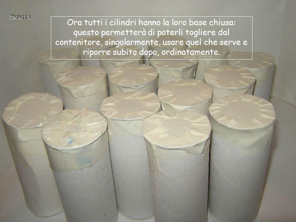 Ora tutti i cilindri hanno la loro base chiusa: questo permetterà di poterli togliere dal contenitore, singolarmente, usare quel che serve e riporre subito dopo, ordinatamente.