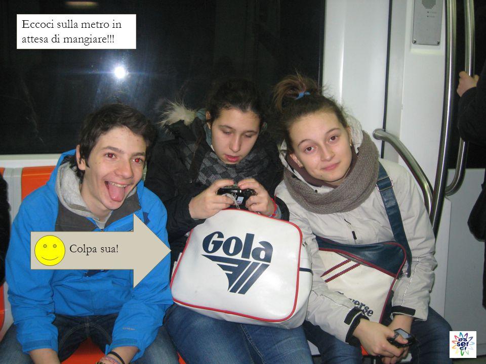 Eccoci sulla metro in attesa di mangiare!!! Colpa sua!