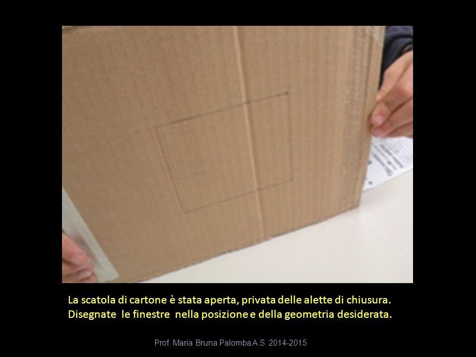 La scatola di cartone è stata aperta, privata delle alette di chiusura. Disegnate le finestre nella posizione e della geometria desiderata. Prof. Mari