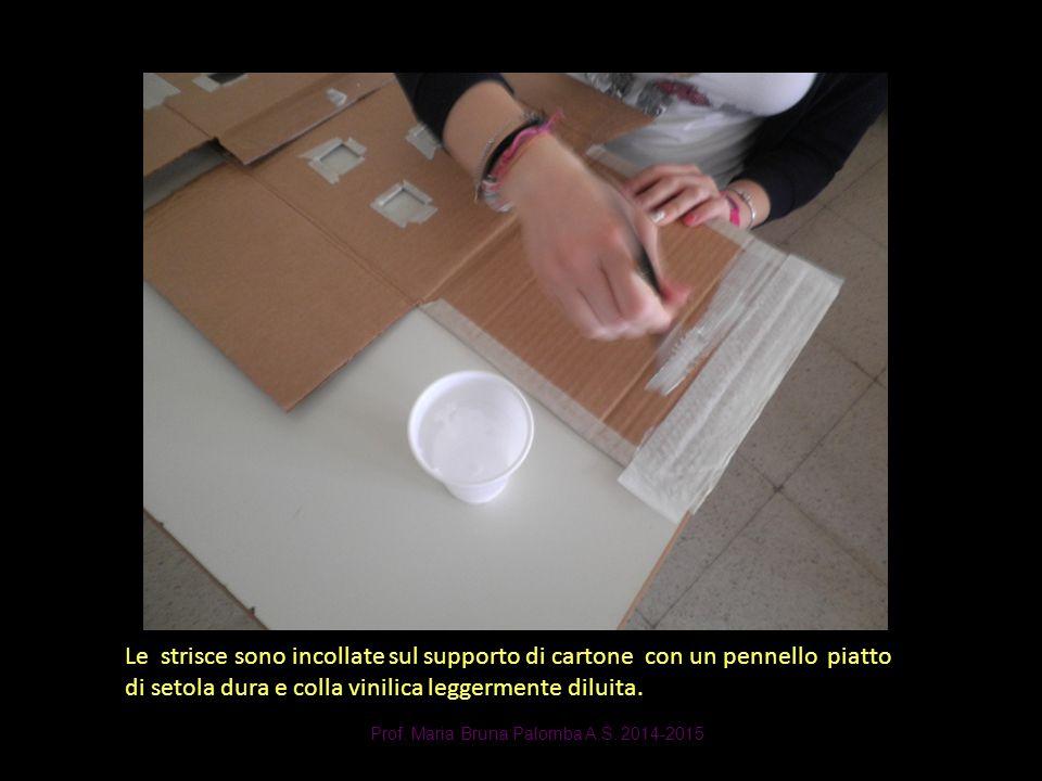 Prof. Maria Bruna Palomba A.S. 2014-2015 Le strisce sono incollate sul supporto di cartone con un pennello piatto di setola dura e colla vinilica legg