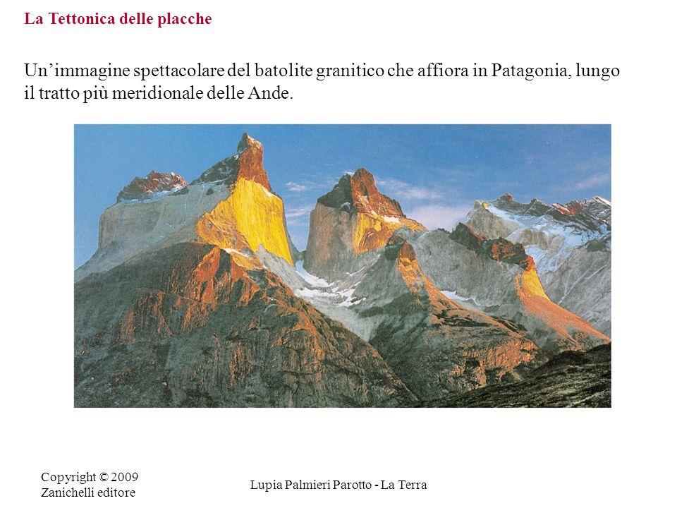 Copyright © 2009 Zanichelli editore Lupia Palmieri Parotto - La Terra La Tettonica delle placche Un'immagine spettacolare del batolite granitico che a