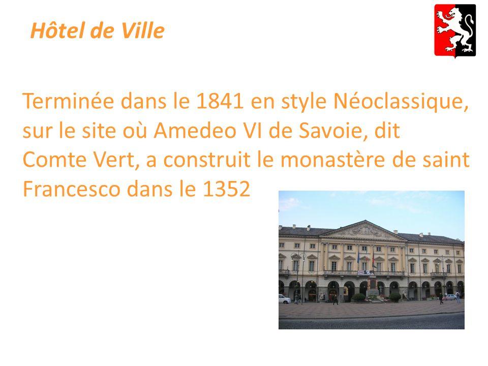Hôtel de Ville Terminée dans le 1841 en style Néoclassique, sur le site où Amedeo VI de Savoie, dit Comte Vert, a construit le monastère de saint Francesco dans le 1352