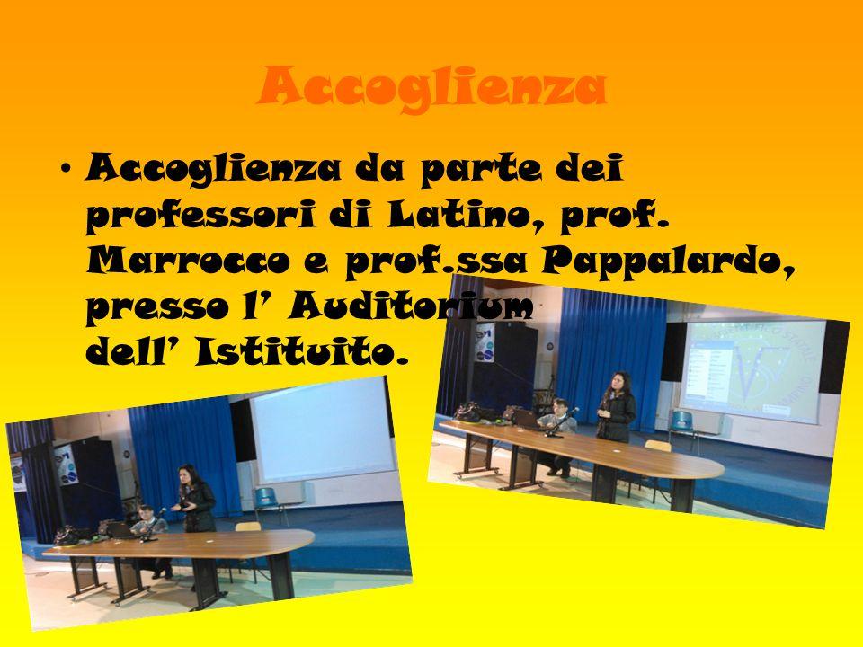 Accoglienza Accoglienza da parte dei professori di Latino, prof. Marrocco e prof.ssa Pappalardo, presso l' Auditorium dell' Istituito.