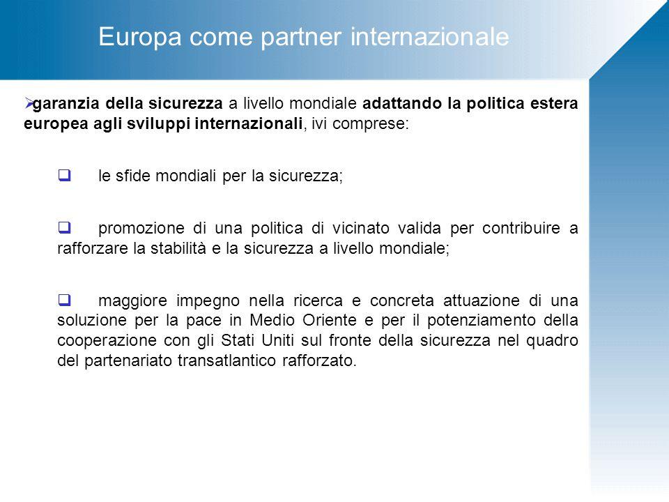Gli strumenti L'Unione Europea per raggiungere i propri obiettivi strategici si avvale di tre strumenti:  I fondi strutturali  I finanziamenti diretti  Gli strumenti finanziari per l'assistenza esterna