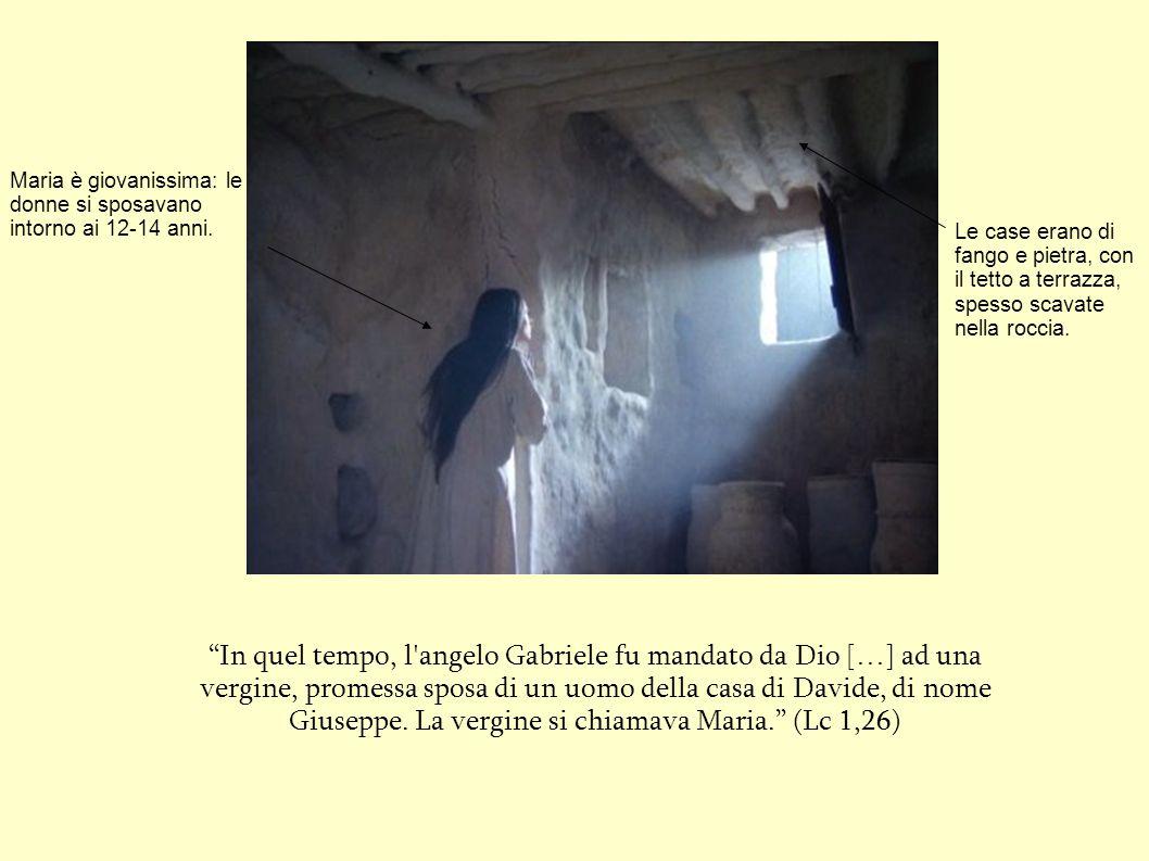 """""""In quel tempo, l'angelo Gabriele fu mandato da Dio […] ad una vergine, promessa sposa di un uomo della casa di Davide, di nome Giuseppe. La vergine s"""