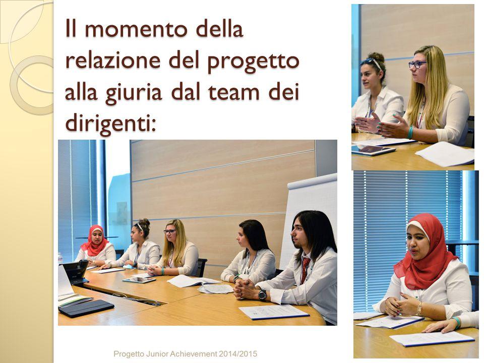 Il momento della relazione del progetto alla giuria dal team dei dirigenti: