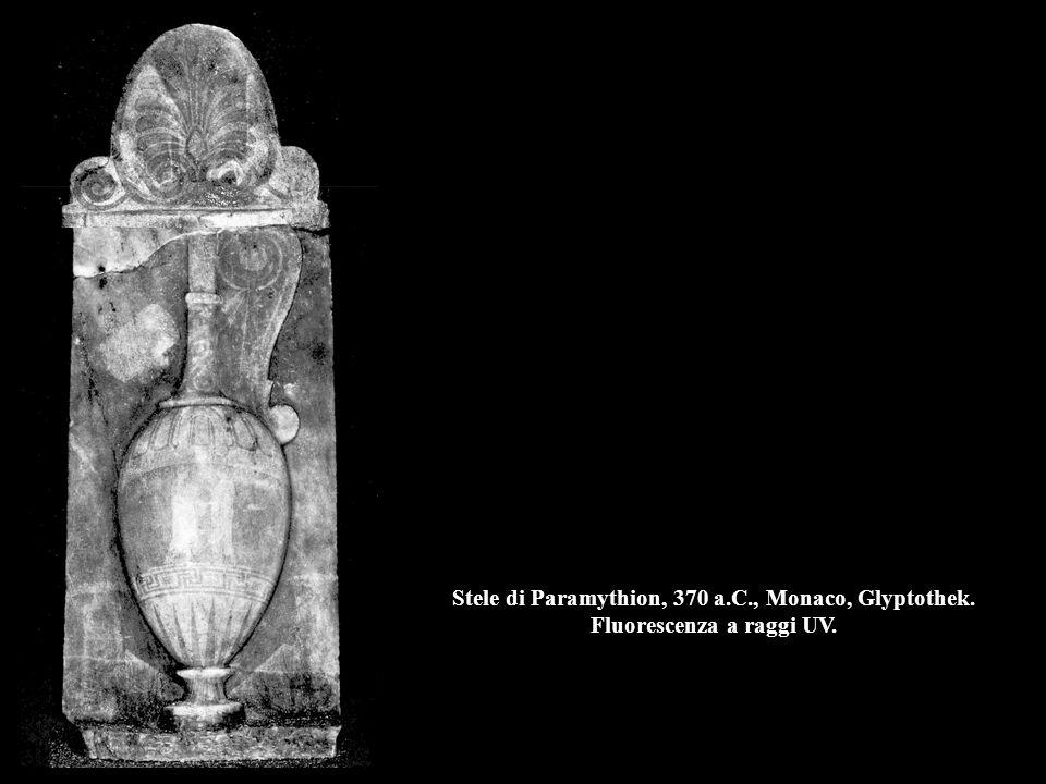 Stele di Paramythion, 370 a.C., Monaco, Glyptothek. Fluorescenza a raggi UV.