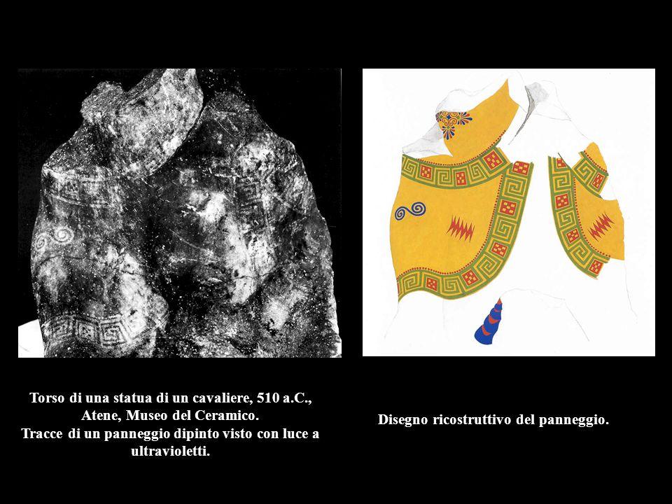 Torso di una statua di un cavaliere, 510 a.C., Atene, Museo del Ceramico. Tracce di un panneggio dipinto visto con luce a ultravioletti. Disegno ricos