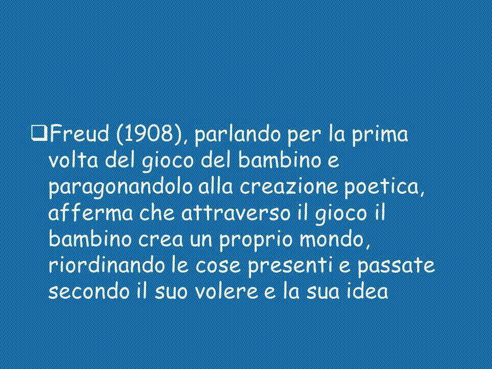  Freud (1908), parlando per la prima volta del gioco del bambino e paragonandolo alla creazione poetica, afferma che attraverso il gioco il bambino c