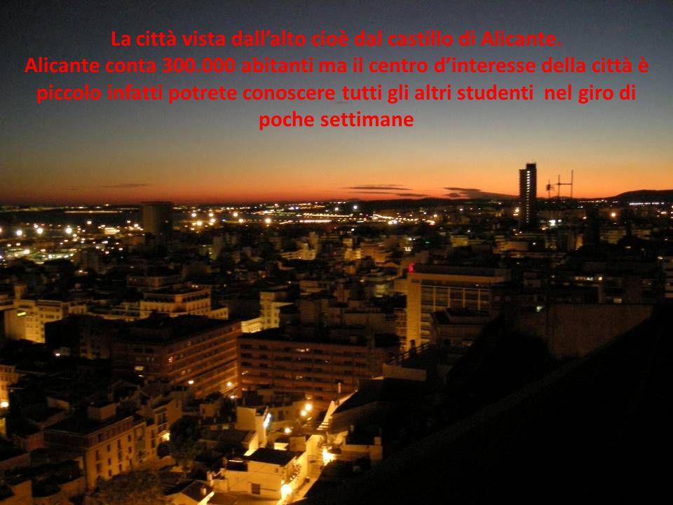 La città vista dall'alto cioè dal castillo di Alicante.