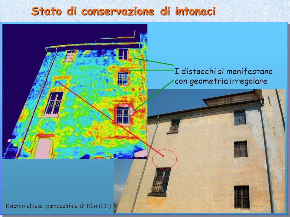 Stato di conservazione di intonaci Esterno chiesa parrocchiale di Ello (LC) I distacchi si manifestano con geometria irregolare