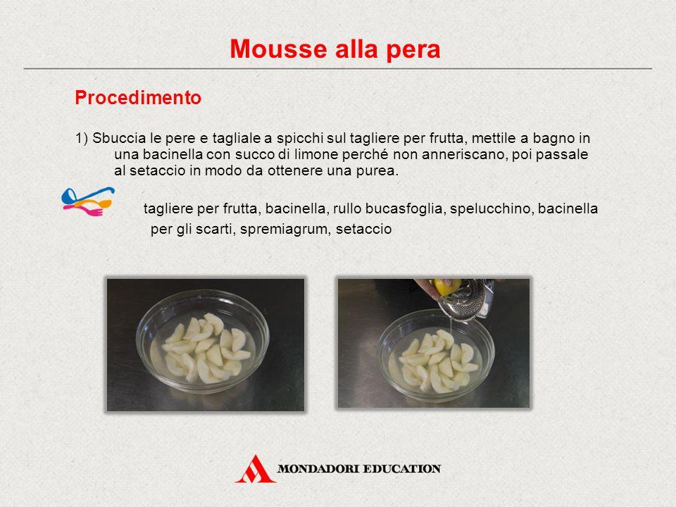 Procedimento 1) Sbuccia le pere e tagliale a spicchi sul tagliere per frutta, mettile a bagno in una bacinella con succo di limone perché non anneriscano, poi passale al setaccio in modo da ottenere una purea.